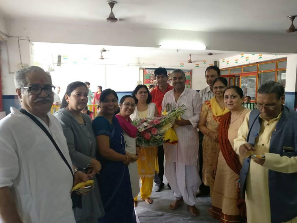 Felicitating Achary Kalki Krishnan. Also in pic M.N Kedar, SN Kapoor, Anita Baranwal ,Parvati Gupta, Neerja Dabas, Neelima Dubey, Harbhajan Wadhwa in Blog by Achary Kalki Krishnan on AstroDevam.com